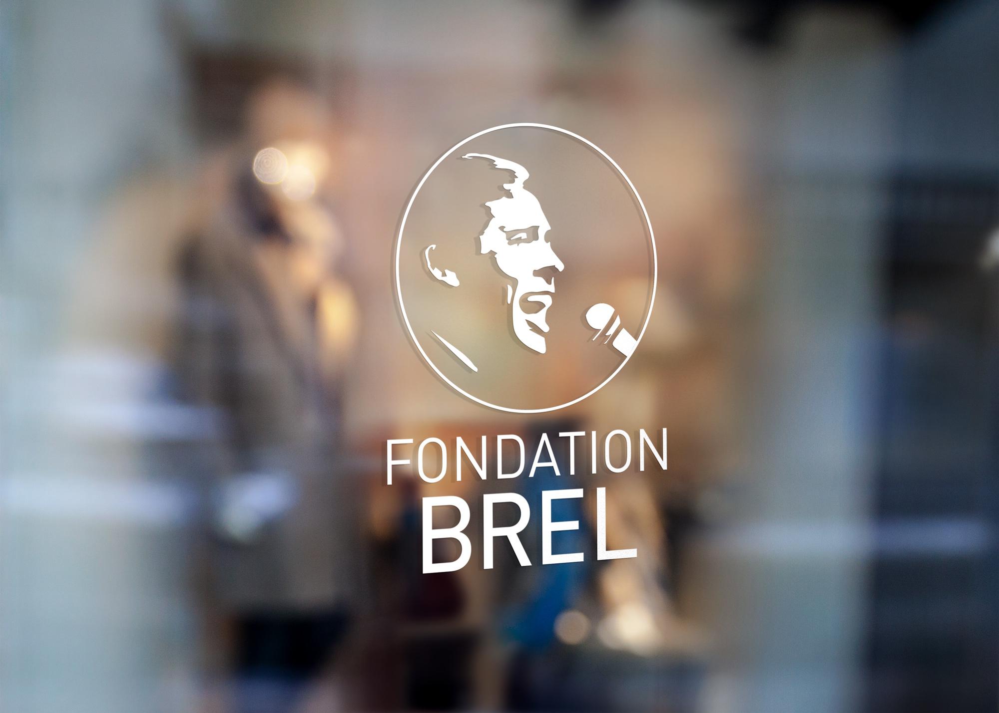 Logo sur vitrine pour la Fondation Brel